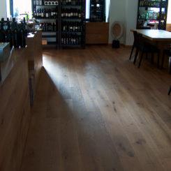 restavracija-in-vinoteka-mama-oljene-hrastove-deske-040